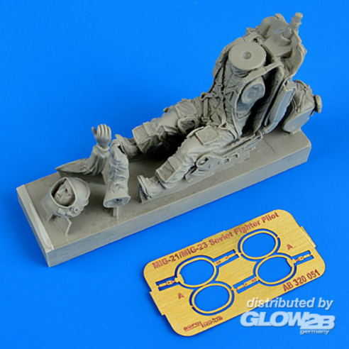 Aerobonus 320,051 : Soviet fighter pilot with ejection seat  1:32